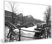 Foto in lijst - De bevroren Prinsengracht in de winter fotolijst wit 60x40 cm - Poster in lijst (Wanddecoratie woonkamer / slaapkamer)