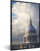 Foto in lijst - Uitkijkend naar de St Paul's Cathedral van Londen fotolijst zwart 40x60 cm - Poster in lijst (Wanddecoratie woonkamer / slaapkamer)