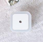 LED nachtlampje met lichtsensor - nachtlamp stopcontact - LED Lamp - baby - wit licht - woonkamer - badkamer - slaapkamer - kinderkamer - donker - licht - nacht – vierkant – nachtlicht – sensor – lichtsensor – baby nachtlampje – kinderen & baby – wit