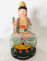 Dit kleine maar zware beeldje van Kwan Yin is volledig handwerk. Zittend op een kleurrijke lotus.Kwan Yin beeld handgeschilderd 17 cm Kwan Yin, ook wel Quan Yin Guanyin of Kannon boeddha