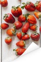 Kleurrijke aardbeien op tafel Poster 80x120 cm - Foto print op Poster (wanddecoratie woonkamer / slaapkamer)