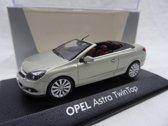 Opel Astra Twin Top Zilver 1:43 Minichamps