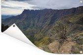 Uitzicht op de bergvallei bij het Amfitheater Drakensbergen in Zuid-Afrika Tuinposter 60x40 cm - klein - Tuindoek / Buitencanvas / Schilderijen voor buiten (tuin decoratie)