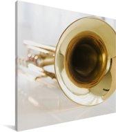 Een close up van een gouden trompet Canvas 20x20 cm - klein - Foto print op Canvas schilderij (Wanddecoratie woonkamer / slaapkamer)