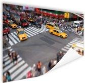 Gele Taxis in een typisch straatbeeld Poster 120x80 cm - Foto print op Poster (wanddecoratie woonkamer / slaapkamer) / Steden Poster