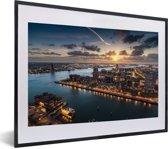 Foto in lijst - Luchtfoto met een zonsondergang in Rotterdam fotolijst zwart met witte passe-partout klein 40x30 cm - Poster in lijst (Wanddecoratie woonkamer / slaapkamer)