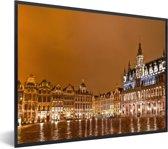 Foto in lijst - De Grote Markt van Brussel snachts prachtig verlicht fotolijst zwart 40x30 cm - Poster in lijst (Wanddecoratie woonkamer / slaapkamer)