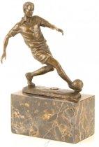 Bronzen beeld van een voetballer