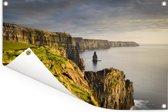 Donkere wolken hangen boven de Ierse Kliffen van Moher Tuinposter 90x60 cm - Tuindoek / Buitencanvas / Schilderijen voor buiten (tuin decoratie)