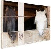 Paarden in de stal Hout 80x60 cm - Foto print op Hout (Wanddecoratie)