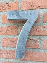 Grote betonnen huisnummer, Hoogte 25cm, huisnummer beton cijfer 7