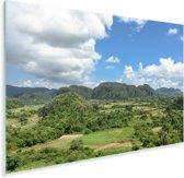 De Cubaanse Vallei de Viñales met typische rond gevormde mogotes Plexiglas 60x40 cm - Foto print op Glas (Plexiglas wanddecoratie)