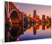 Foto in lijst - De horizon van het Noord-Amerikaanse Minneapolis en de Third Avenue Bridge fotolijst wit 60x40 cm - Poster in lijst (Wanddecoratie woonkamer / slaapkamer)
