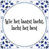 Tegeltje met Spreuk (Tegeltjeswijsheid): Wie het laatst lacht, lacht het best + Kado verpakking & Plakhanger