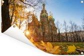 Zonnige herfstdag bij de Kerk van de Verlosser op het Bloed in Rusland Tuinposter 180x120 cm - Tuindoek / Buitencanvas / Schilderijen voor buiten (tuin decoratie) XXL / Groot formaat!