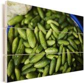 Knalgroene augurken zijn klaar voor verkoop Vurenhout met planken 30x20 cm - klein - Foto print op Hout (Wanddecoratie)