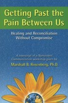 Boek cover Getting Past the Pain Between Us van Marshall B. Rosenberg (Paperback)