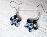 2 Love it Flower Bl - Oorbellen - Hangers - Metaal - Zirkonia - Blauw - Zilverkleurig