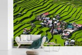 Fotobehang vinyl - Een dorp tussen de Rijstterrassen van Banaue in Azië breedte 390 cm x hoogte 260 cm - Foto print op behang (in 7 formaten beschikbaar)