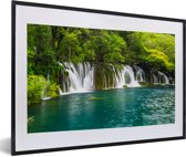 Foto in lijst - De groene natuur boven de watervallen in nationaal park Erawan fotolijst zwart met witte passe-partout 60x40 cm - Poster in lijst (Wanddecoratie woonkamer / slaapkamer)