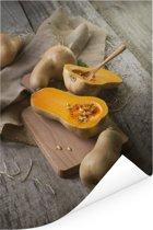 Muskaatpompoen op houten snijplank Poster 80x120 cm - Foto print op Poster (wanddecoratie woonkamer / slaapkamer)