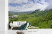 Fotobehang vinyl - De groene savanne van Ngorongoro in Tanzania breedte 360 cm x hoogte 240 cm - Foto print op behang (in 7 formaten beschikbaar)