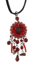 Zwarte ketting met rode bloem hanger