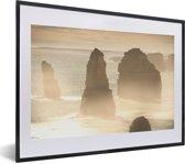 Foto in lijst - De twaalf apostelen rotsen in Australië fotolijst zwart met witte passe-partout klein 40x30 cm - Poster in lijst (Wanddecoratie woonkamer / slaapkamer)