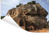 De leeuwentrap op de Sigiriya rots of de Lion rock Tuinposter 120x80 cm - Tuindoek / Buitencanvas / Schilderijen voor buiten (tuin decoratie)