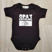 """Zwarte romper met """"Opa's lieveling"""" - maat 74/80"""