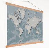 Wereldkaart - Blauw - Grijs - Schoolplaat 90x60 cm ronde stokken - Textielposter