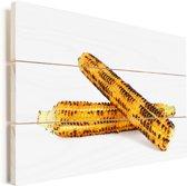 Gegrilde maïskolf op een witte achtergrond Vurenhout met planken 90x60 cm - Foto print op Hout (Wanddecoratie)