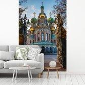 Fotobehang vinyl - De Kerk van de Verlosser op het Bloed bij een zonsopgang in Rusland breedte 335 cm x hoogte 500 cm - Foto print op behang (in 7 formaten beschikbaar)