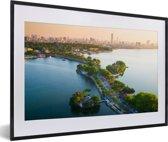 Foto in lijst - De skyline van het Aziatische Hanoi bij zonsondergang fotolijst zwart met witte passe-partout 60x40 cm - Poster in lijst (Wanddecoratie woonkamer / slaapkamer)