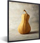 Foto in lijst - Welgevormde muskaatpompoen met een grijze achtergrond fotolijst zwart 40x50 cm - Poster in lijst (Wanddecoratie woonkamer / slaapkamer)