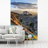 Fotobehang vinyl - Kleurrijke afbeelding van het Potalapaleis in Lhasa breedte 190 cm x hoogte 280 cm - Foto print op behang (in 7 formaten beschikbaar)