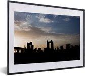 Foto in lijst - Silhouet van het Aziatische Persepolis tijdens zonsondergang fotolijst zwart met witte passe-partout klein 40x30 cm - Poster in lijst (Wanddecoratie woonkamer / slaapkamer)