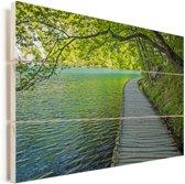 Weg langs het water bij het Nationaal park Plitvicemeren Vurenhout met planken 30x20 cm - klein - Foto print op Hout (Wanddecoratie)