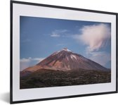 Foto in lijst - Teide vulkaan in het ochtendlicht in het Nationaal park Teide in Spanje fotolijst zwart met witte passe-partout klein 40x30 cm - Poster in lijst (Wanddecoratie woonkamer / slaapkamer)
