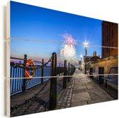 Vuurwerk in het Britse Liverpool in Europa Vurenhout met planken 120x80 cm - Foto print op Hout (Wanddecoratie)