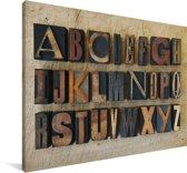 Close-up van het alfabet op een houten achtergrond Canvas 140x90 cm - Foto print op Canvas schilderij (Wanddecoratie woonkamer / slaapkamer)