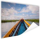 Boot in een rivier in Azie Poster 180x120 cm - Foto print op Poster (wanddecoratie woonkamer / slaapkamer) XXL / Groot formaat!