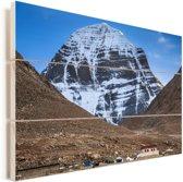 Berghuisje voor de heilige berg de Kailash in Azië Vurenhout met planken 90x60 cm - Foto print op Hout (Wanddecoratie)