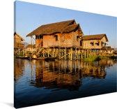 Steltenhuizen over het Aziatische Inlemeer in Myanmar Canvas 140x90 cm - Foto print op Canvas schilderij (Wanddecoratie woonkamer / slaapkamer)