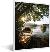Foto in lijst - Boot op het meer van Bled in Slovenië fotolijst wit 30x40 cm - Poster in lijst (Wanddecoratie woonkamer / slaapkamer)