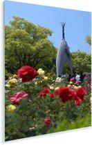 Het monument en kleurrijke bloemen in het Vredespark Hiroshima Plexiglas 80x120 cm - Foto print op Glas (Plexiglas wanddecoratie)