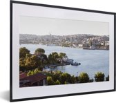 Foto in lijst - Rivier bij Istanbul fotolijst zwart met witte passe-partout klein 40x30 cm - Poster in lijst (Wanddecoratie woonkamer / slaapkamer)