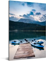 Kajakken bij het Zwarte meer in het Montenegrijns Nationaal park Durmitor Aluminium 20x30 cm - klein - Foto print op Aluminium (metaal wanddecoratie)