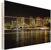 Nachtfoto van gebouwen van Honolulu en weerspiegelingen in het water Vurenhout met planken 30x20 cm - klein - Foto print op Hout (Wanddecoratie)