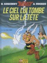 Boek cover Asterix 33. Le Ciel lui tombe sur la tête van Rene Goscinny (Hardcover)
